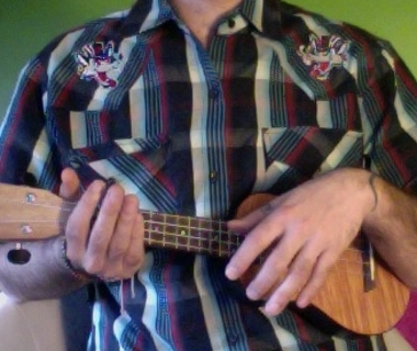 Come impugnare un ukulele